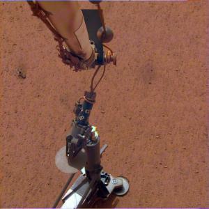 «Робот-крот» начинает погружаться под поверхность Марса на этой неделе