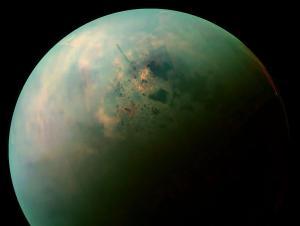 Таинственные темные пятна на Титане могут оказаться «разводами от высыхания»